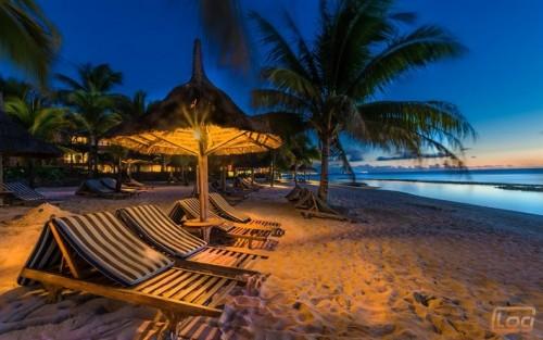 thumb2-tropical-island-beach-evening-chaise-lounges-island-mauritius.jpg