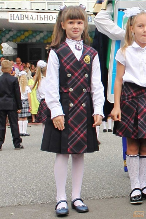 Girls_School_Uniform_2.jpg